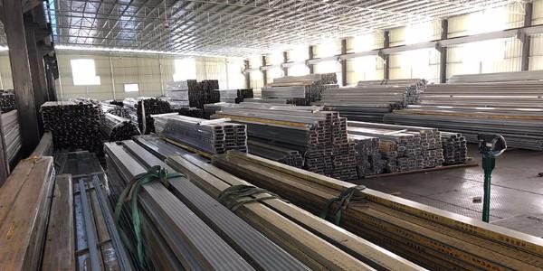 龙大净化铝材仓库